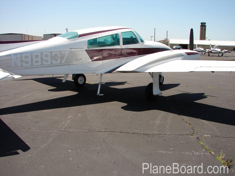 1976 Cessna 310R exterior 0