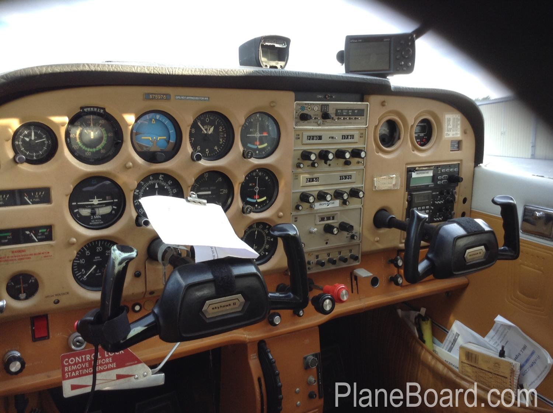 1976 Cessna 172N Skyhawk interior 0