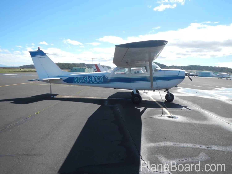 1967 Cessna 172 exterior 1