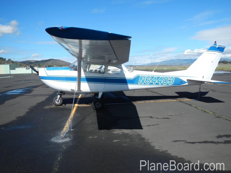 1967 Cessna 172 exterior 4