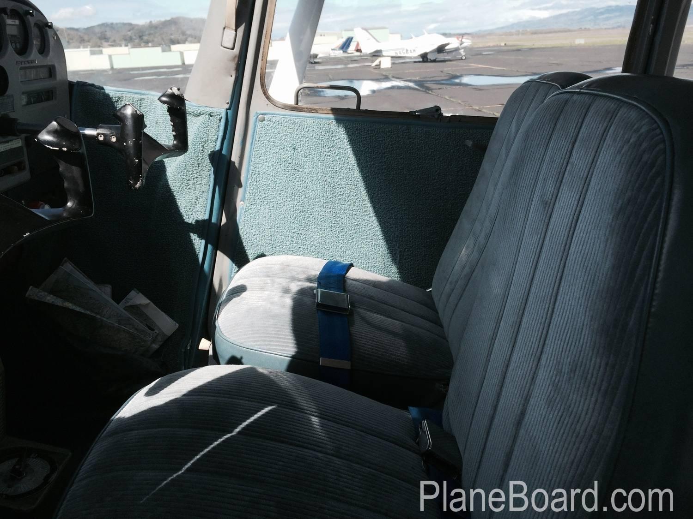 1967 Cessna 172 interior 12