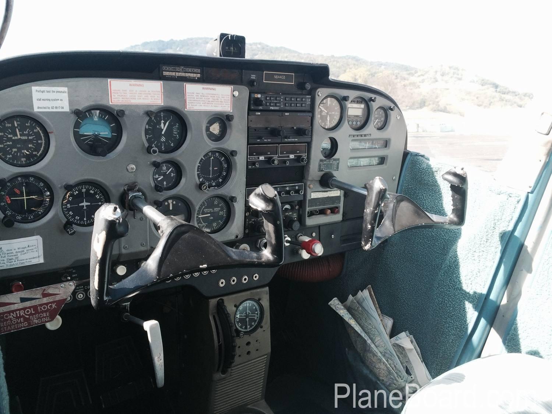 1967 Cessna 172 interior 10
