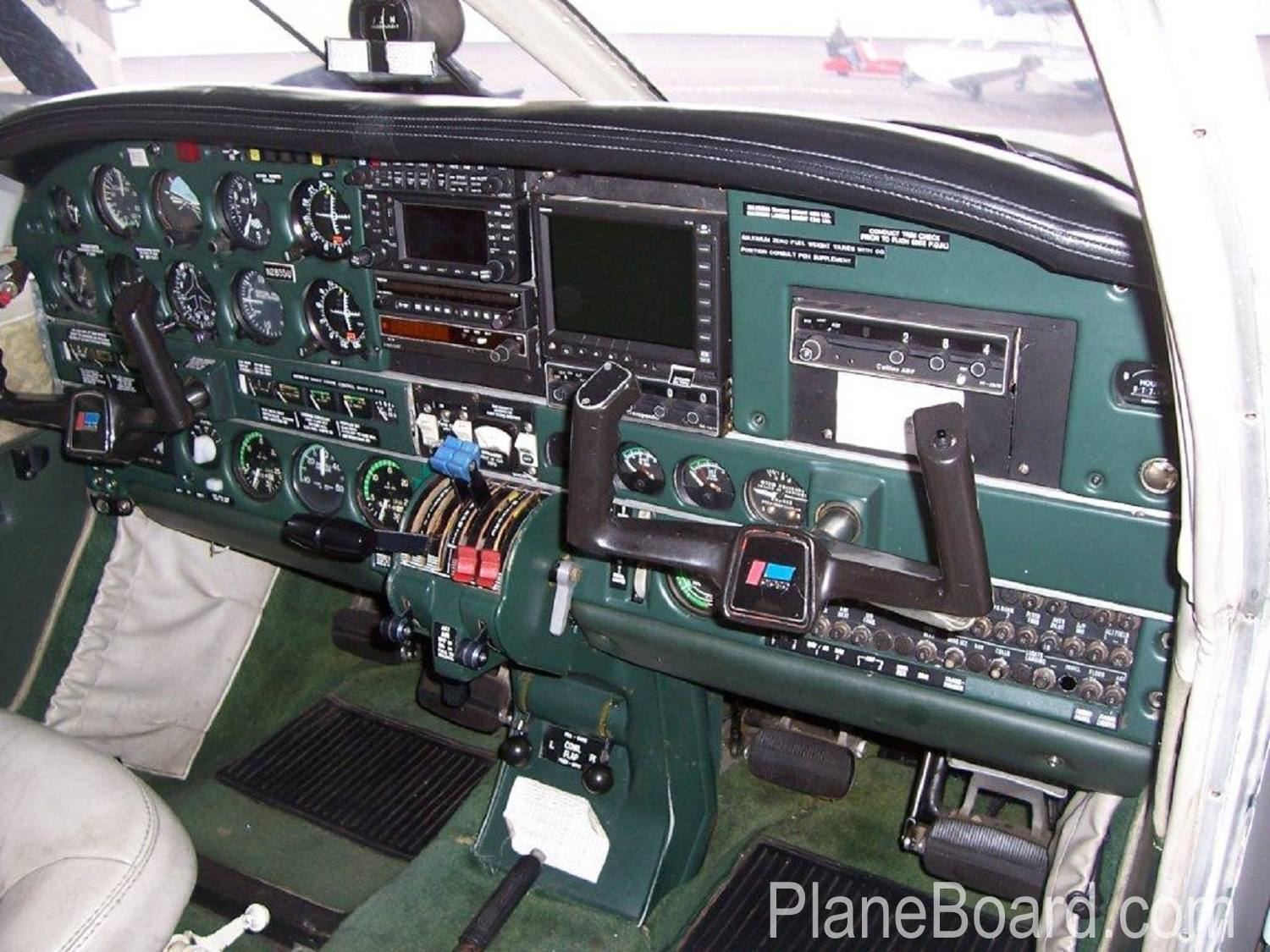 1979 Piper Seneca II for sale (N2855U) | PlaneBoard