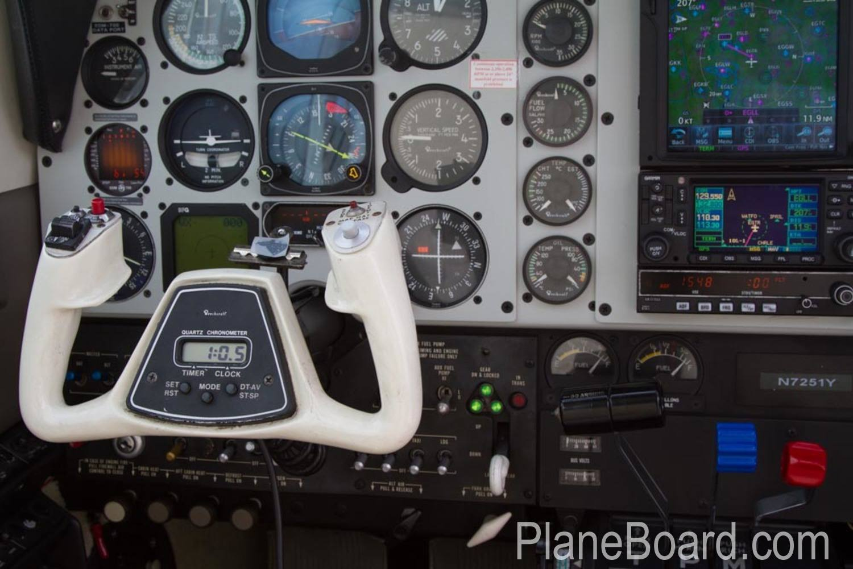 1985 Beechcraft A36 Bonanza interior 10