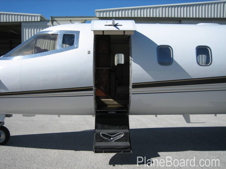 1998 Learjet 60 exterior 1