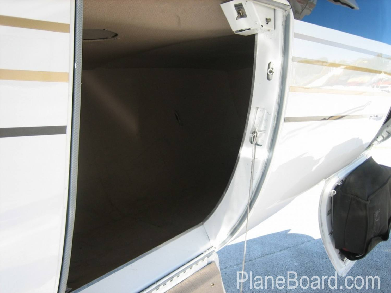 1998 Learjet 60 exterior 2
