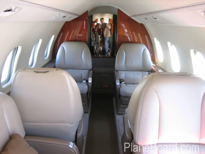 1998 Learjet 60 exterior 4