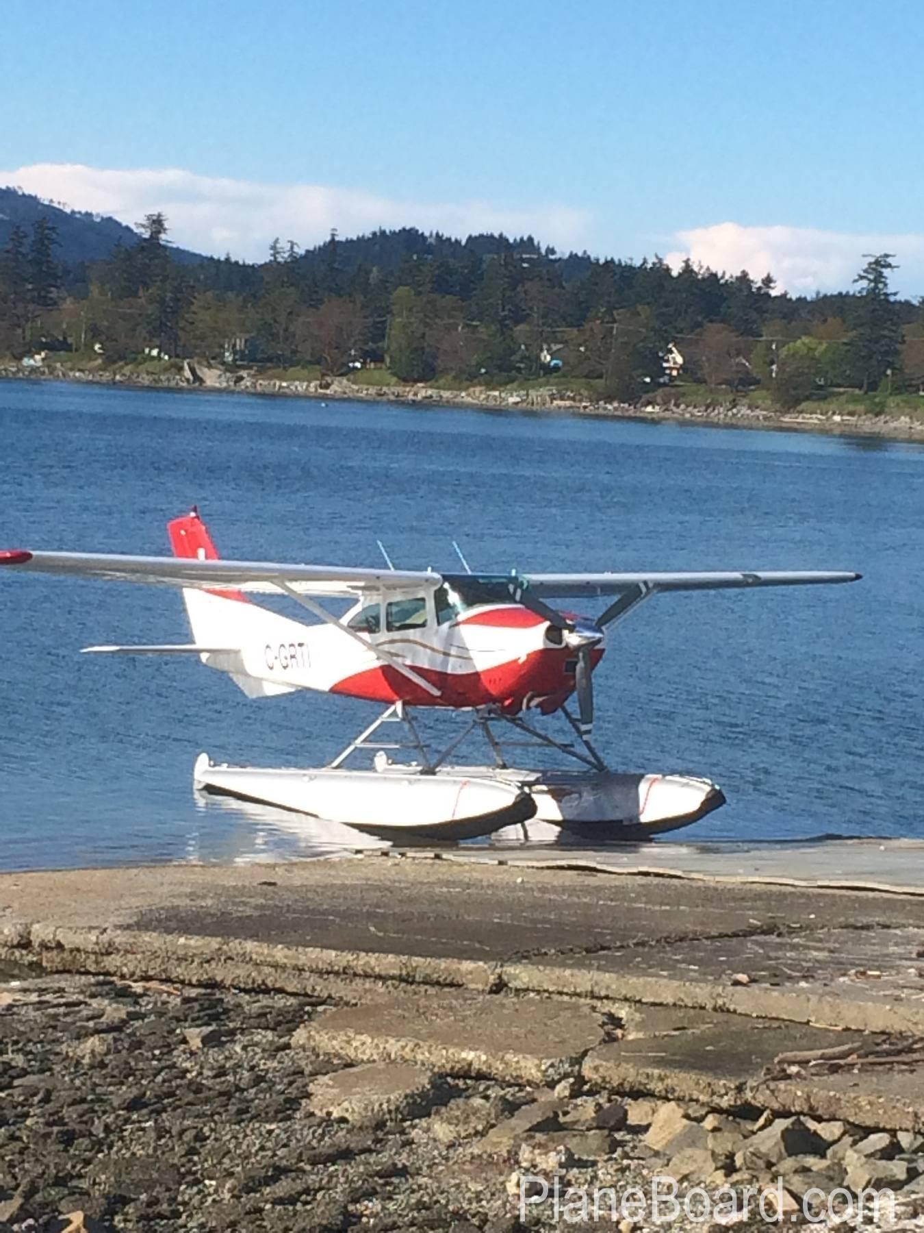 1965 Cessna 182H Skylane exterior 0