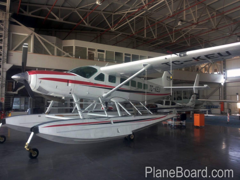 2000 Cessna 208 Amphibian exterior 1