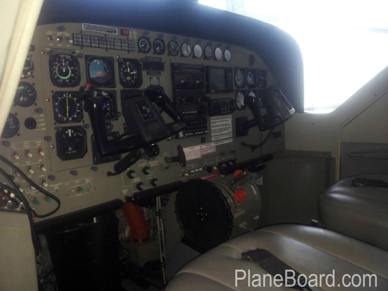 2000 Cessna 208 Amphibian interior 3
