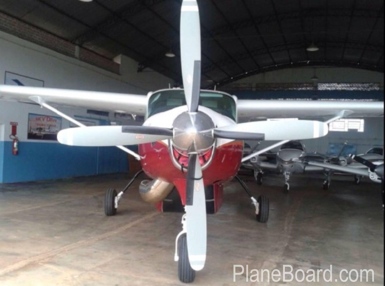 1991 Cessna 208B Grand Caravan exterior 0