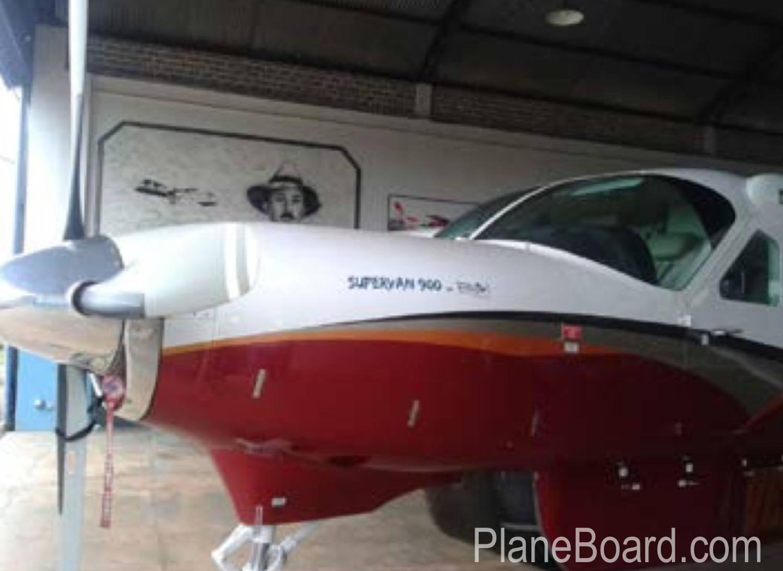 1991 Cessna 208B Grand Caravan exterior 2