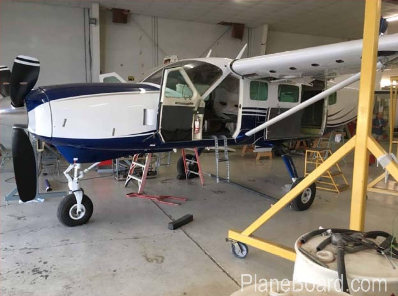 1989 Cessna 208 Caravan exterior 1