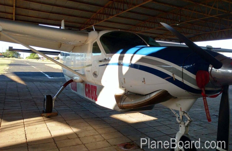 2006 Cessna Cargomaster exterior 2