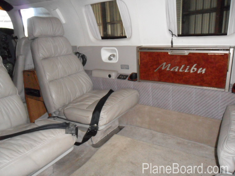1984 Piper Malibu interior 6