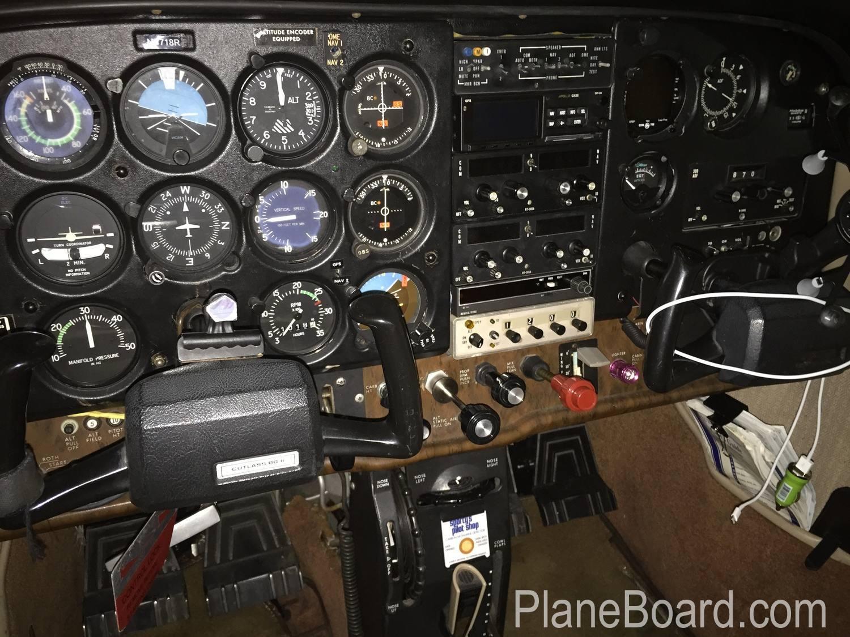 1980 Cessna 172RG Cutlass exterior 4