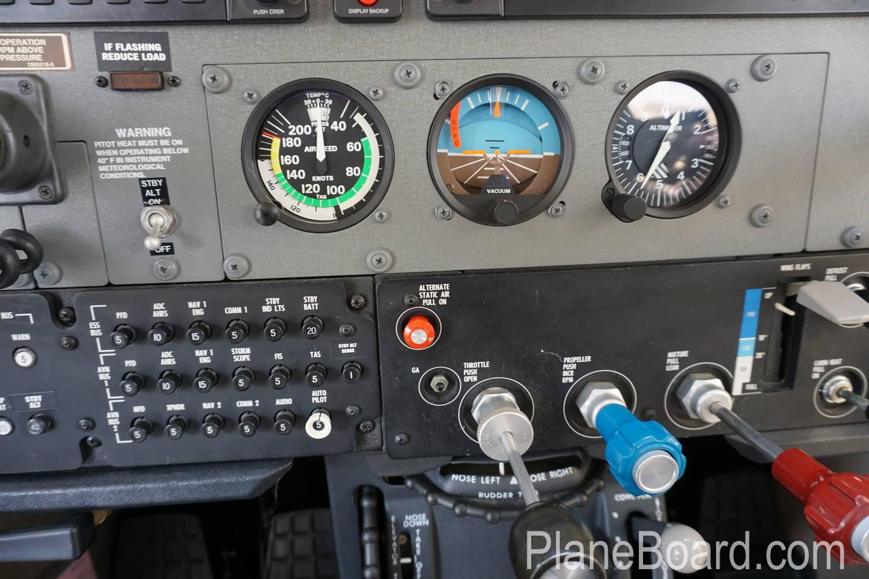 2008 Cessna T206H interior 6