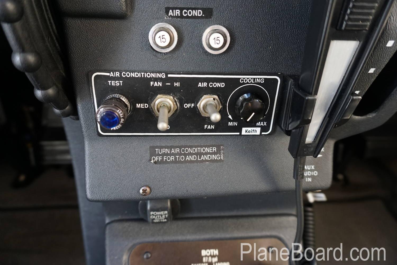2008 Cessna T206H interior 5