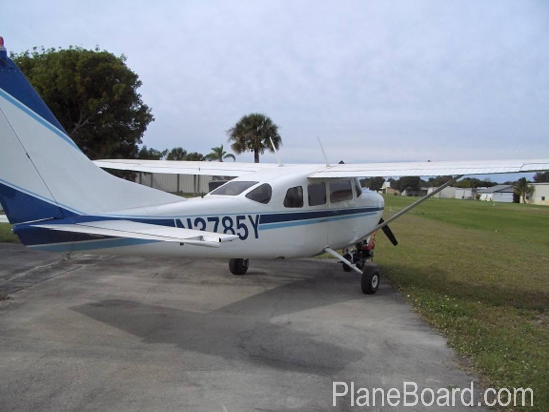1964 Cessna 210D exterior 0