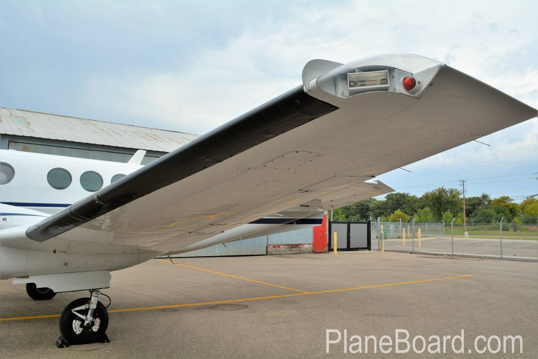 1977 Beechcraft King Air C90 exterior 5
