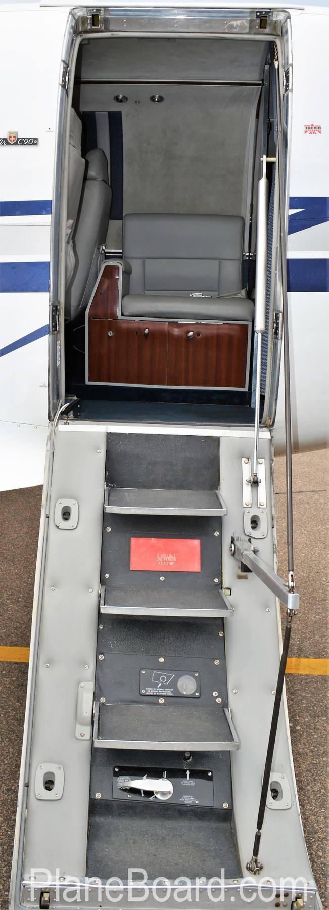 1977 Beechcraft King Air C90 exterior 1