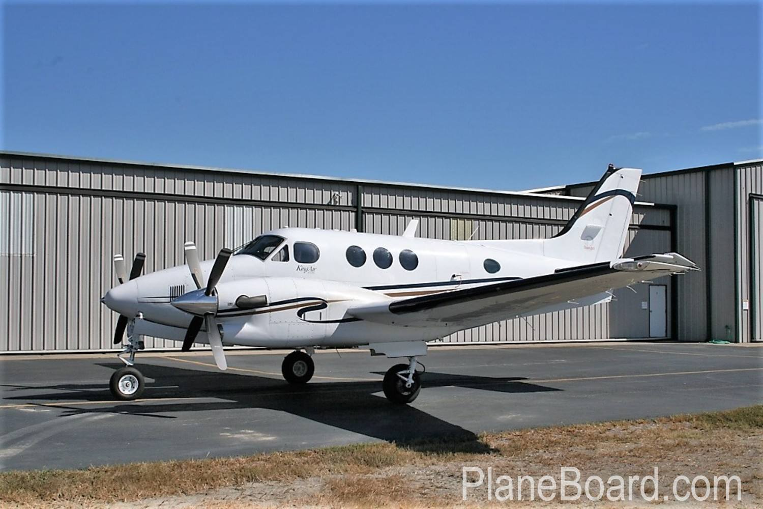 2005 Beechcraft King Air C90B exterior 2