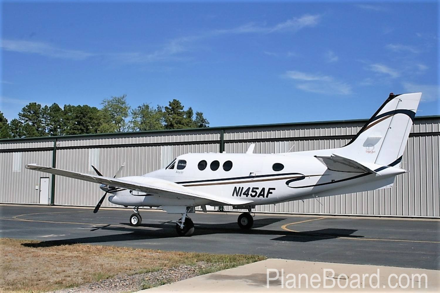 2005 Beechcraft King Air C90B exterior 1