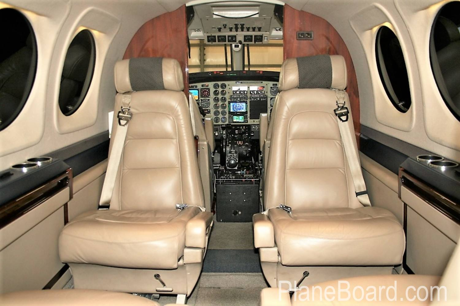 2005 Beechcraft King Air C90B interior 9