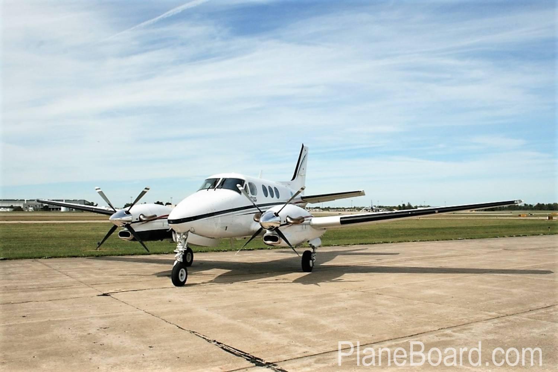 2000 Beechcraft King Air C90B primary