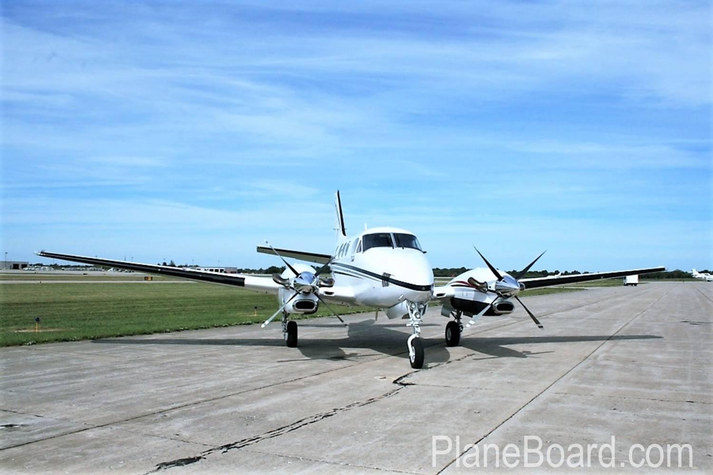2000 Beechcraft King Air C90B exterior 1