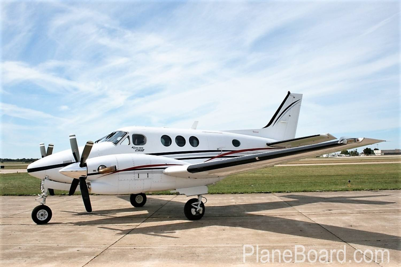 2000 Beechcraft King Air C90B exterior 0