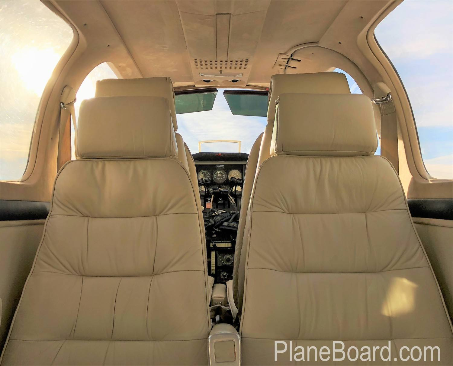 1981 Beechcraft 58P Baron interior 19