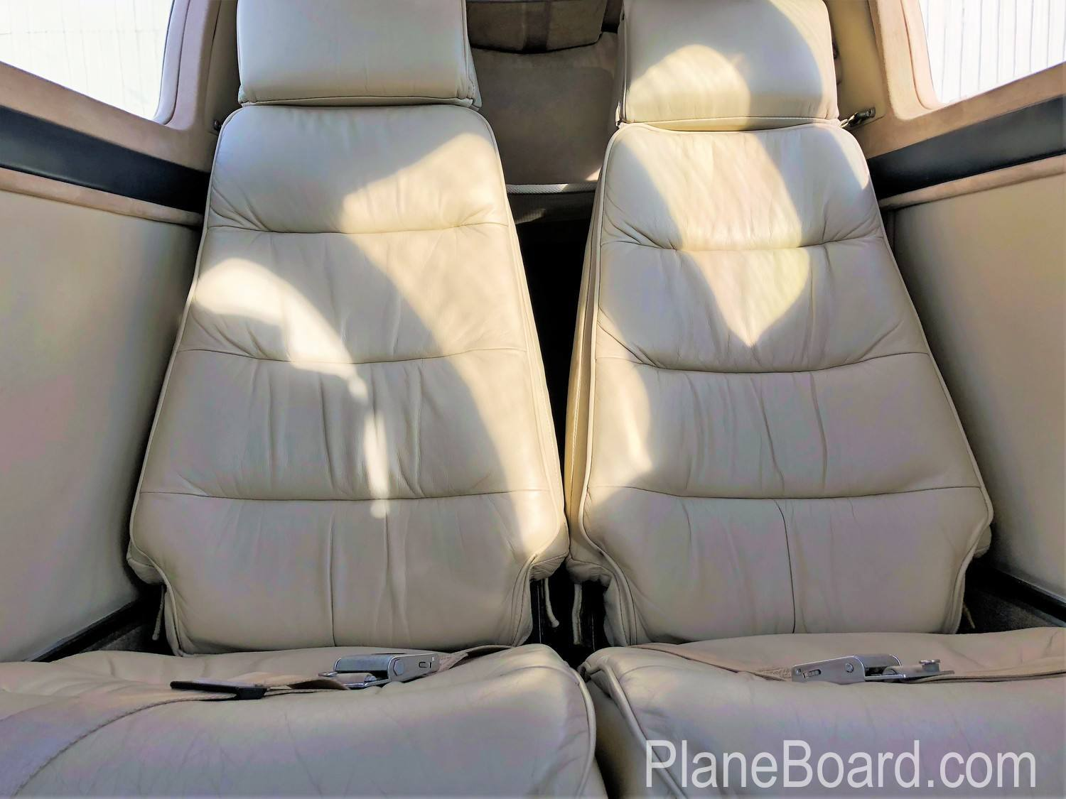 1981 Beechcraft 58P Baron interior 18