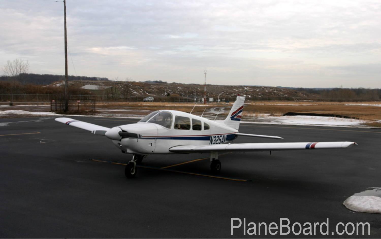 1981 Cessna 172P Skyhawk exterior 0
