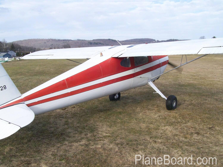 1946 Cessna 140 exterior 3