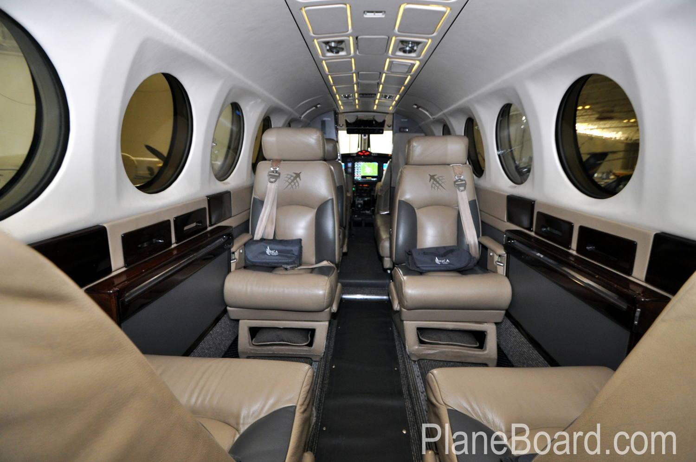 1987 Beechcraft King Air 300 interior 5