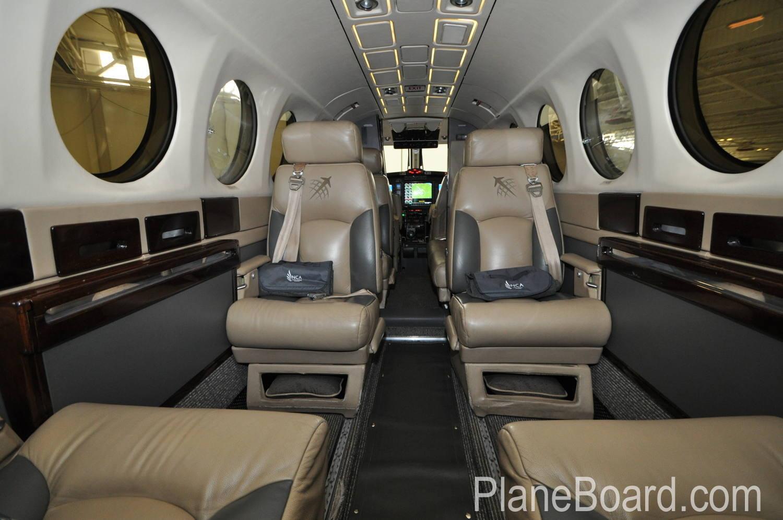 1987 Beechcraft King Air 300 interior 3