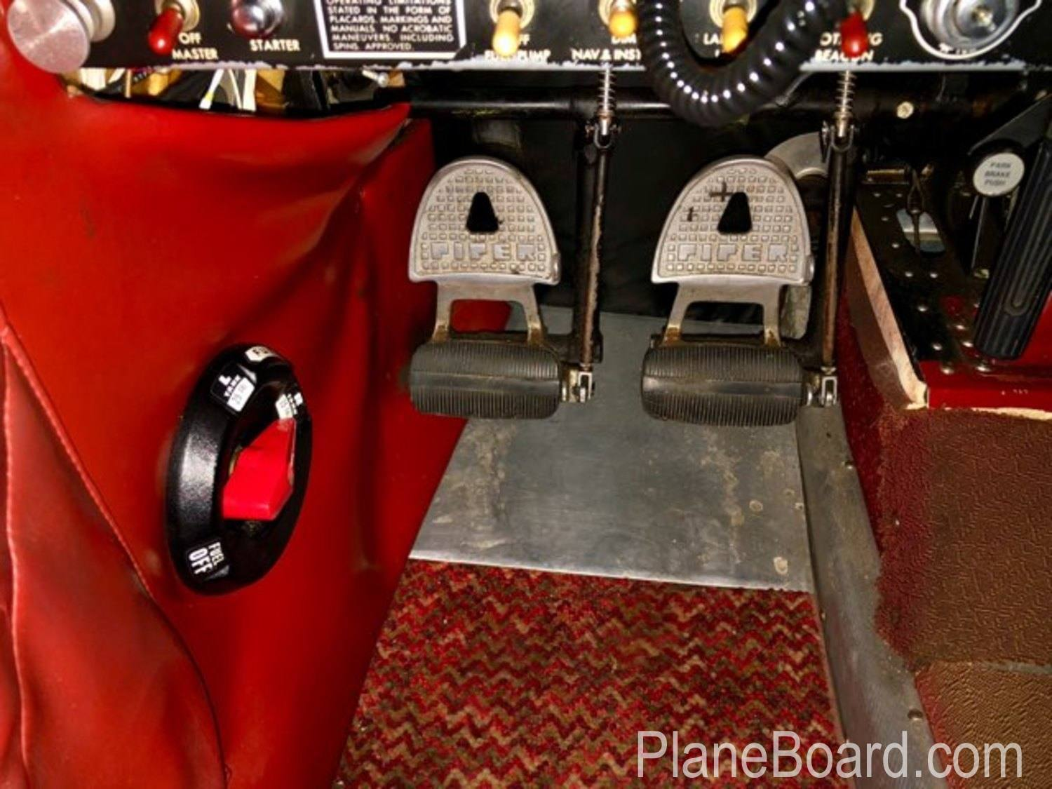 1965 Piper Cherokee 180 interior 14