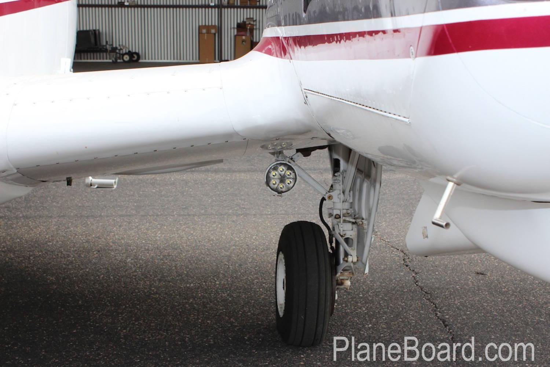 1981 Beechcraft B60 Duke exterior 8