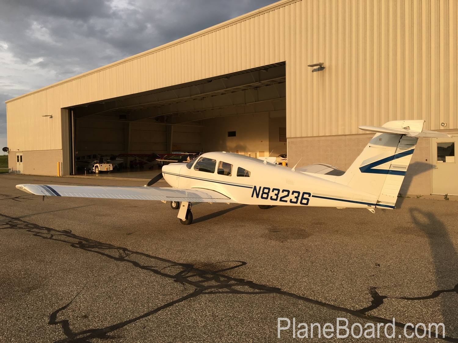 1981 Piper Arrow IV exterior 4