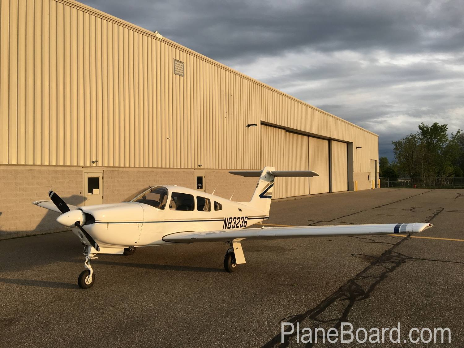 1981 Piper Arrow IV exterior 3