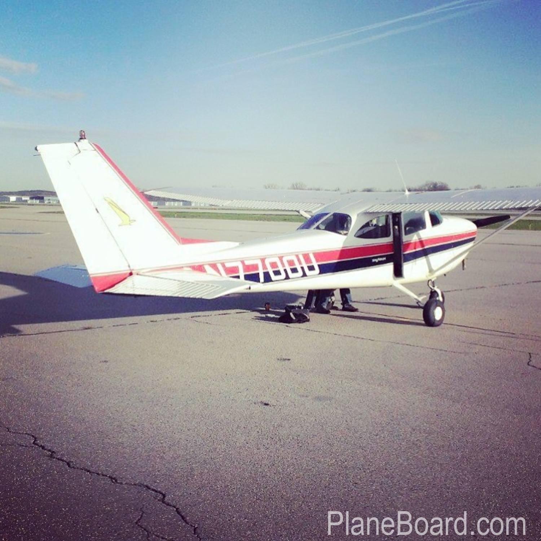 1964 Cessna 172E Skyhawk exterior 4