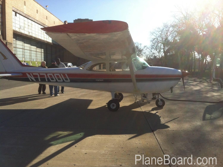 1964 Cessna 172E Skyhawk exterior 2