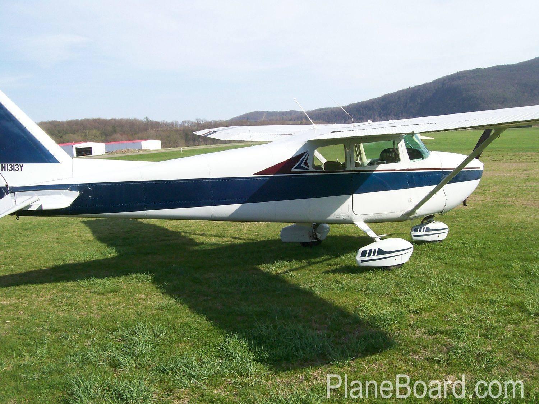 1962 Cessna 172C Skyhawk exterior 2
