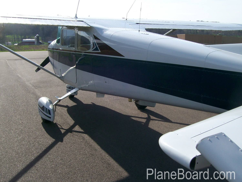 1962 Cessna 172C Skyhawk exterior 1