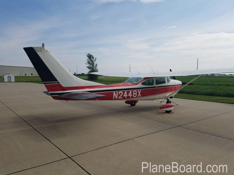 1965 Cessna 182H Skylane exterior 3