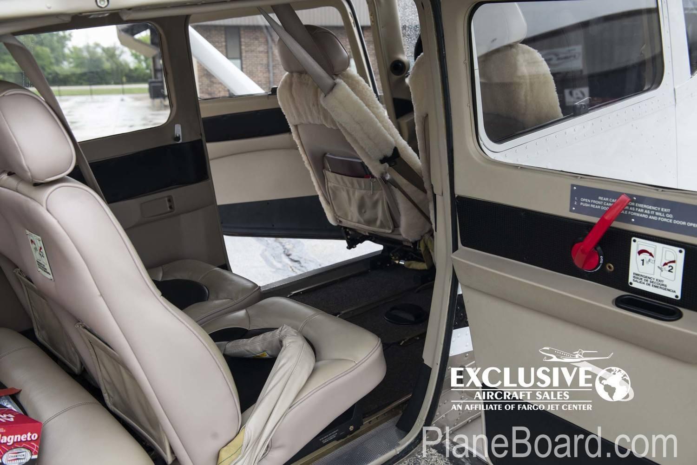 2011 Cessna T206H interior 5
