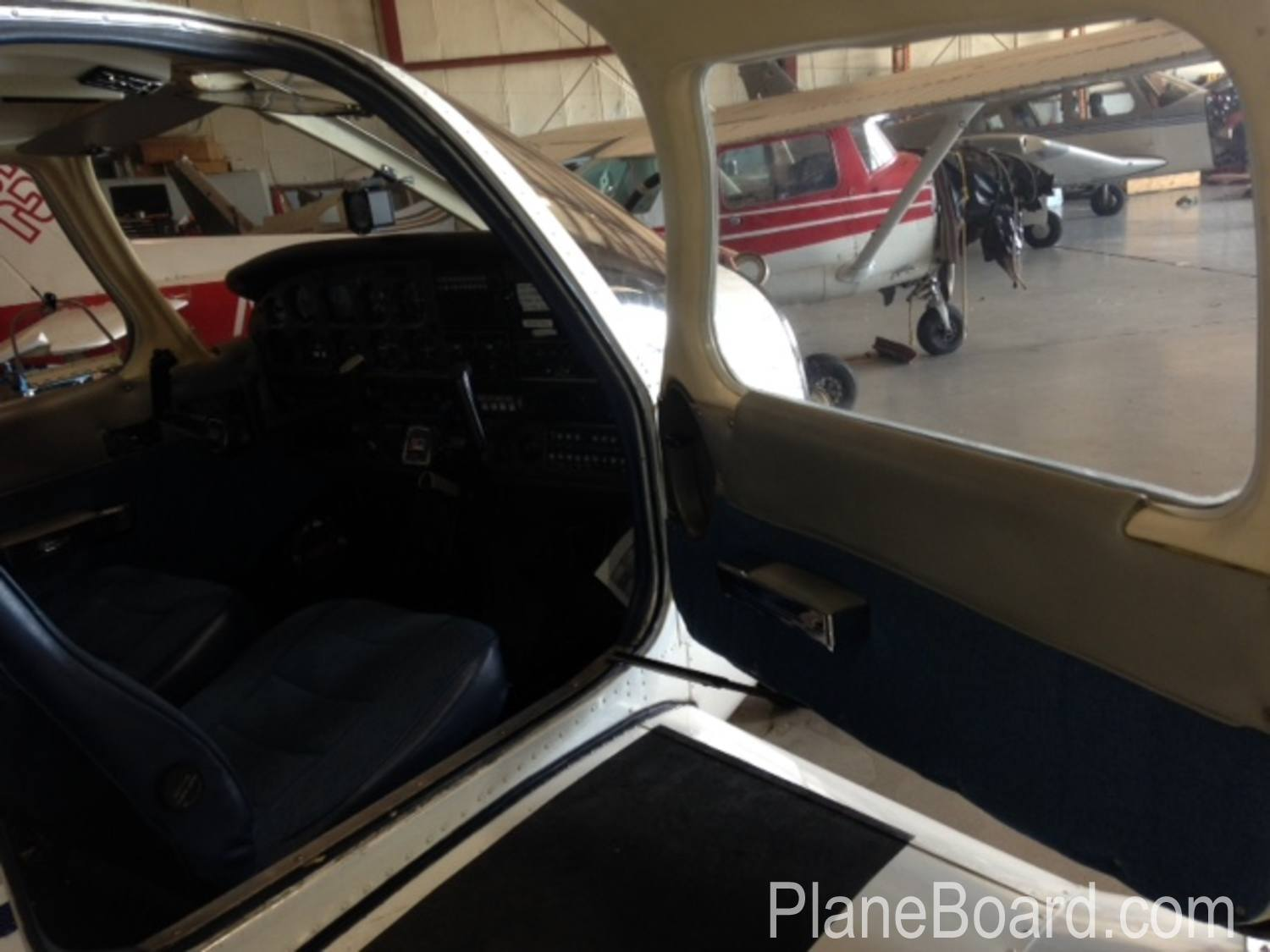 1981 Piper Arrow IV interior 12